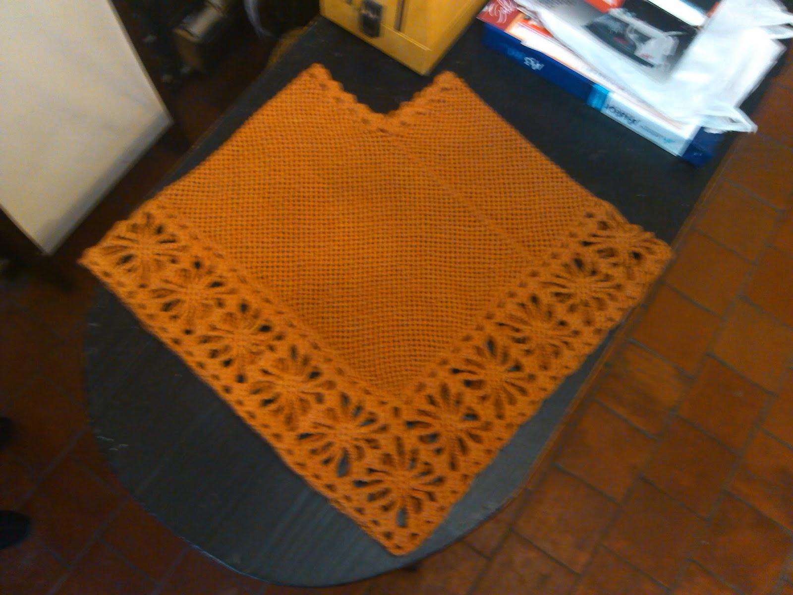 Poncho Color Mostaza Con Terminaciones En Crochet