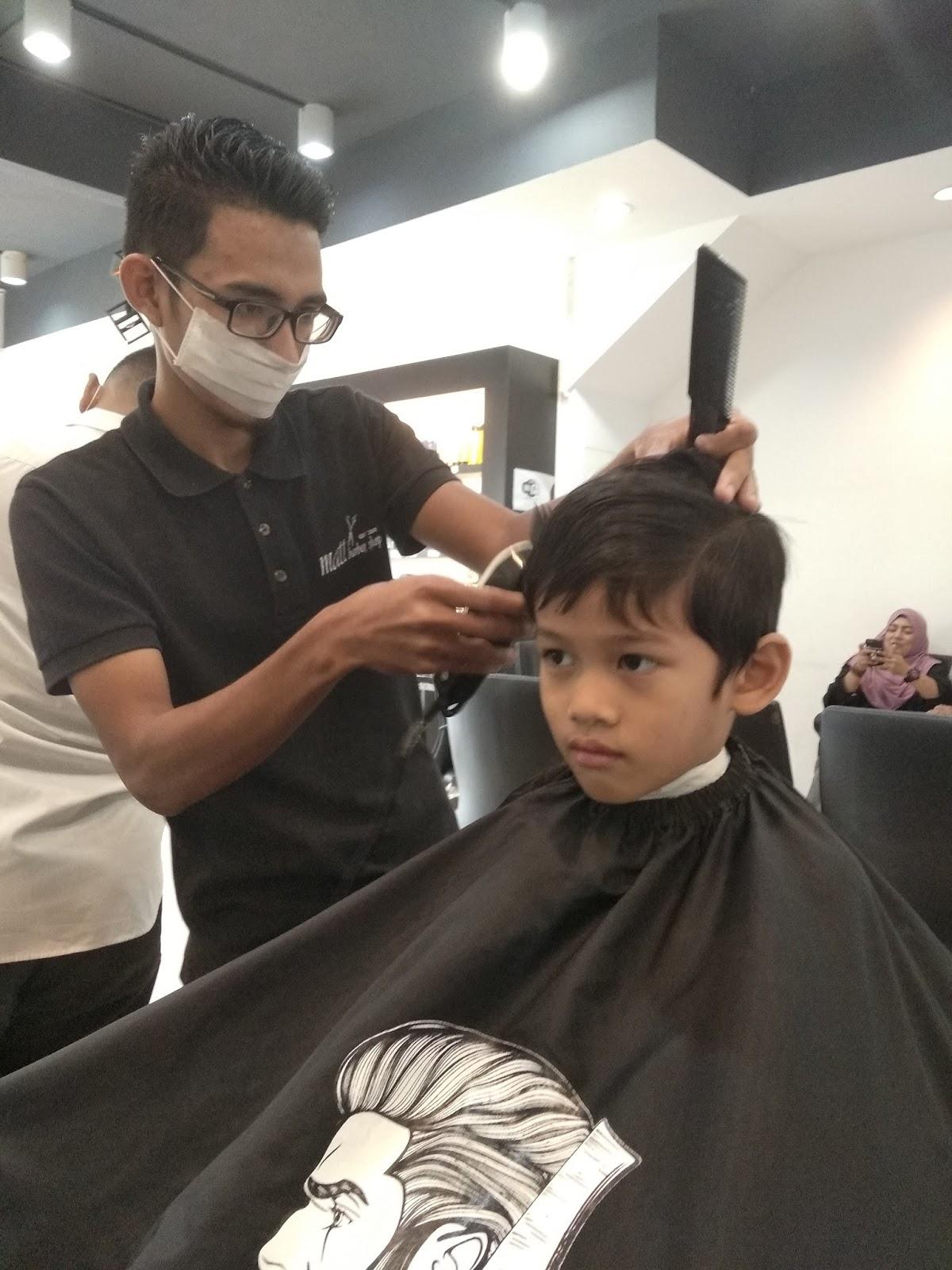 Pertama kali The Arifs potong rambut di Matt Barber Shop
