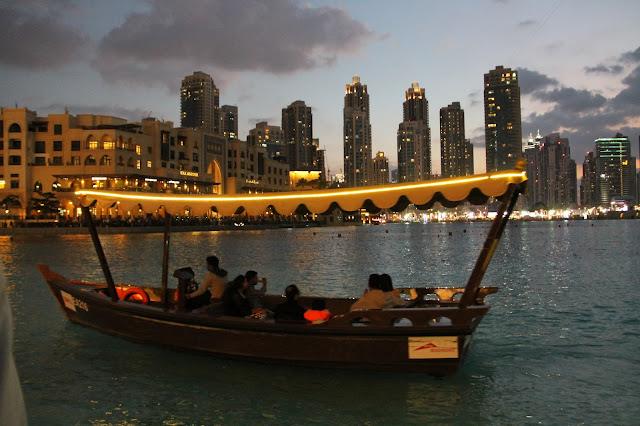 suihkulähteet Dubai Mall ostoskeskus