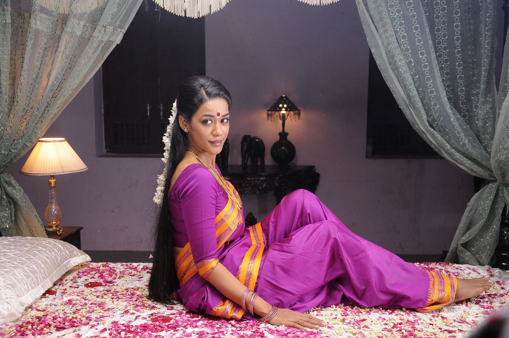 Mumaith khan hot in saree photos