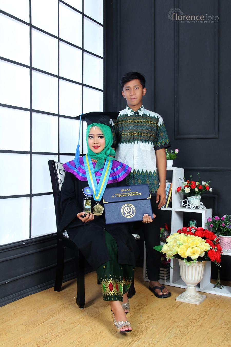 Photo Keluarga Wisuda Stikes Al Insyirah Pekanbaru Studio Photo