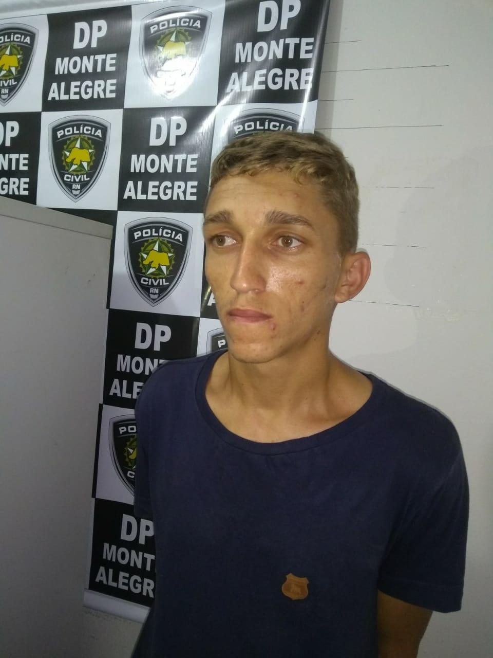 1e973be2d1 A Polícia Militar além de tirar uma arma de circulação das mãos dos  bandidos também evitou um homicídio iminente. Os suspeitos qualificados  como Juscelino ...