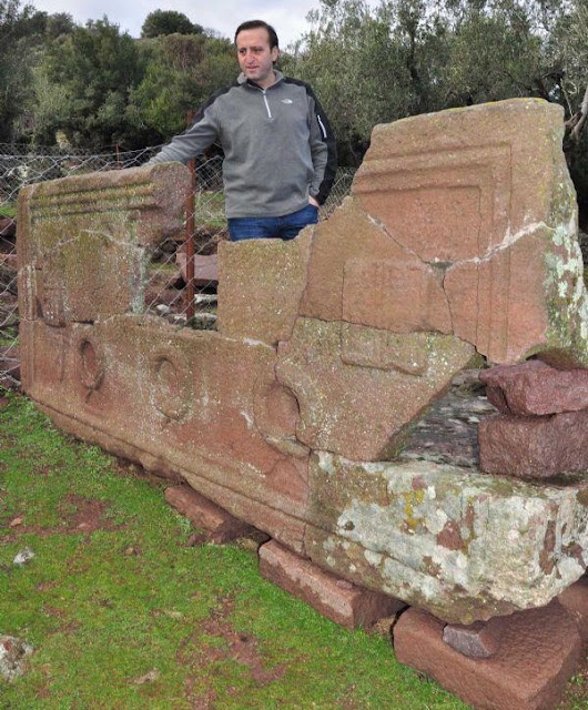Sarcophagus of headmaster unearthed in ancient Greek city of Aigai