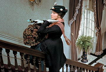 Mary Poppins en las escaleras