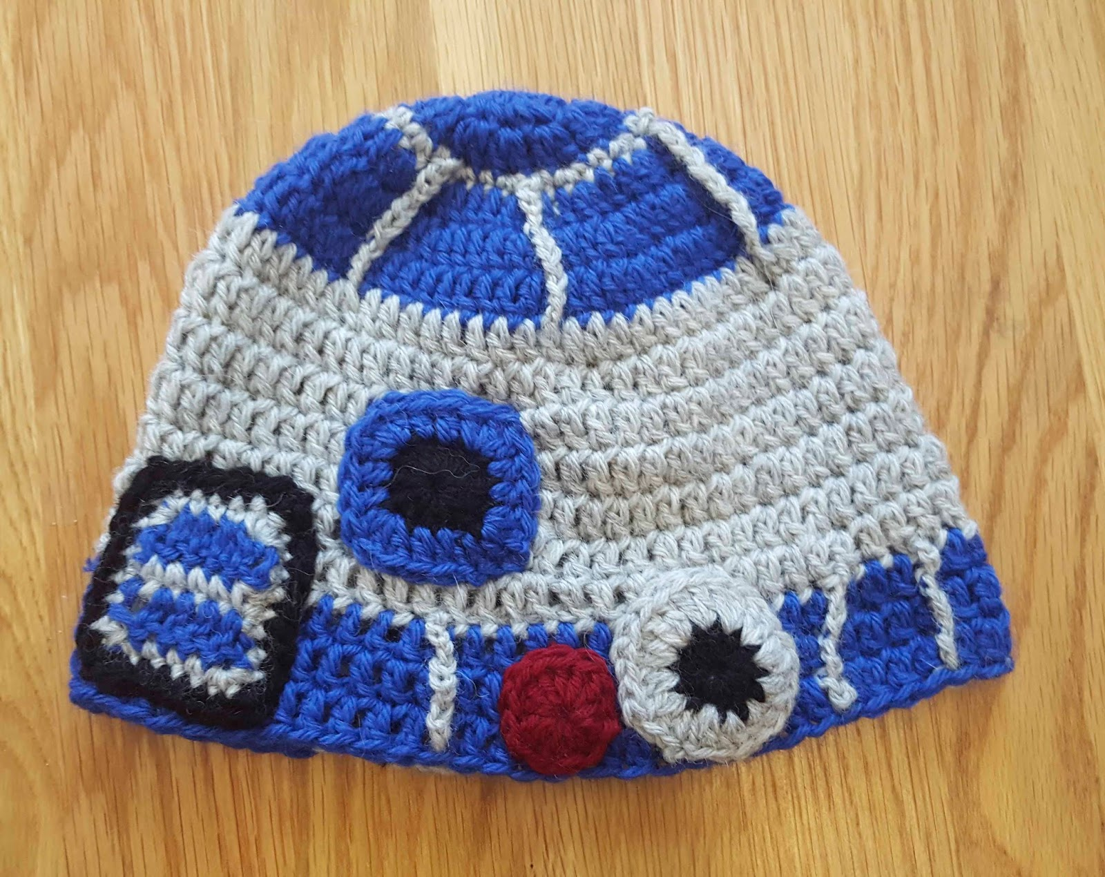 Knitting Pattern For R2d2 Hat : ChemKnits: A Crochet R2-D2 Hat