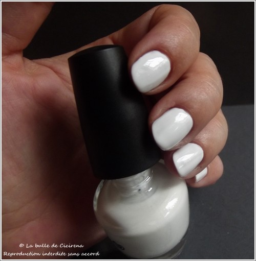 swatch vernis LOL, avis vernis BYS, Vernis laqué LOL Blanc satin (03.Seen a Ghost)