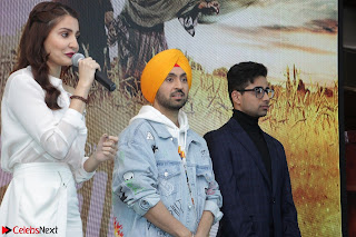 Anushka Sharma with Diljit Dosanjh at Press Meet For Their Movie Phillauri 058.JPG