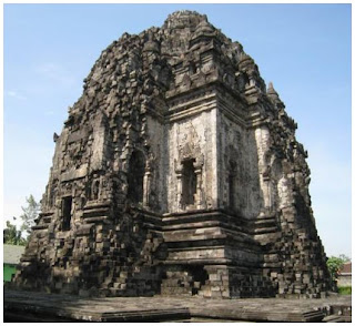 Candi Kalasan.Di sebelah timur Yogyakarta.