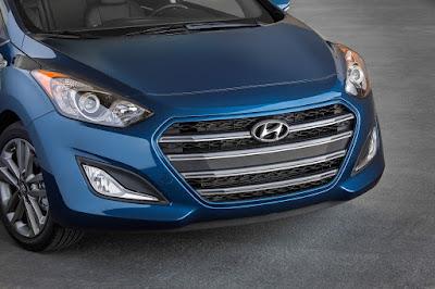 2016 Hyundai Elantra GT front headlight