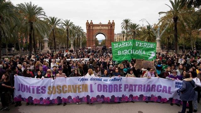 Miles de españoles condenan violencia contra mujer