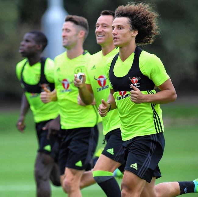 Photo: David Luiz trains with Terry, Cahill, Zouma