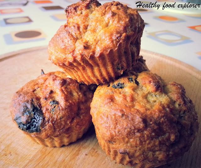 Dietetyczne muffinki z czekoladą i orzechami