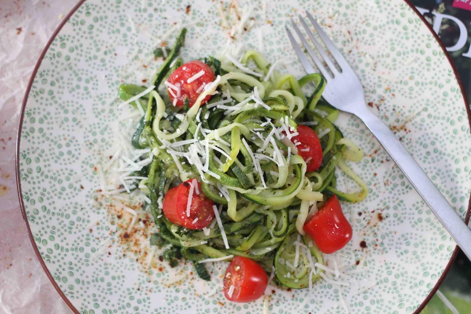 Zucchinipasta mit würziger Chimichurri