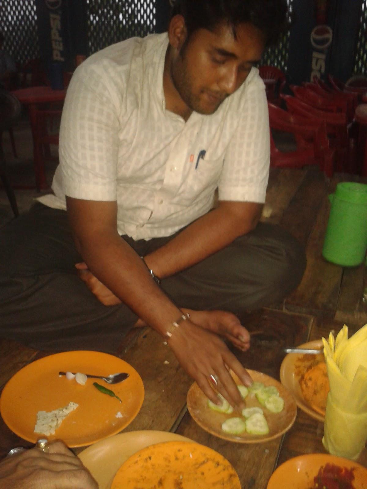 eating dal tadka and roti at sher_e_punjab hotel kolaghat