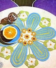 http://amicrochet.blogspot.com.es/2009/08/tapete-ramo-de-flores.html
