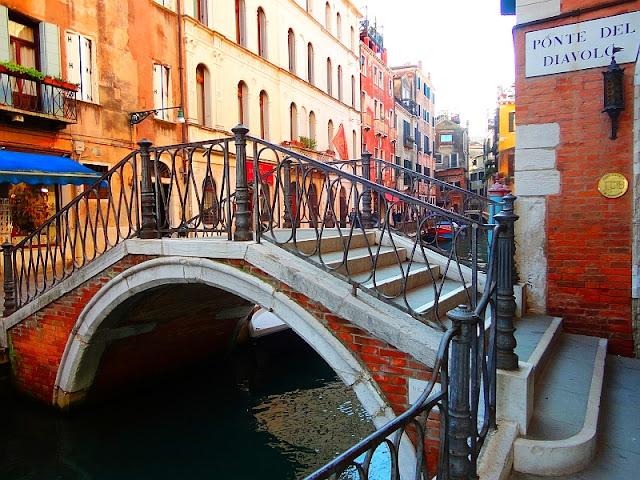 Historie a tajemství benátských mostů