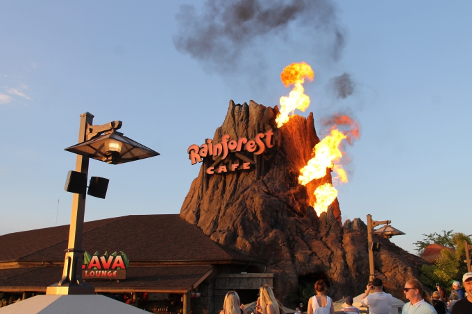 Disney Springs ja Rainforest Cafe, Orlando Florida lasten kanssa