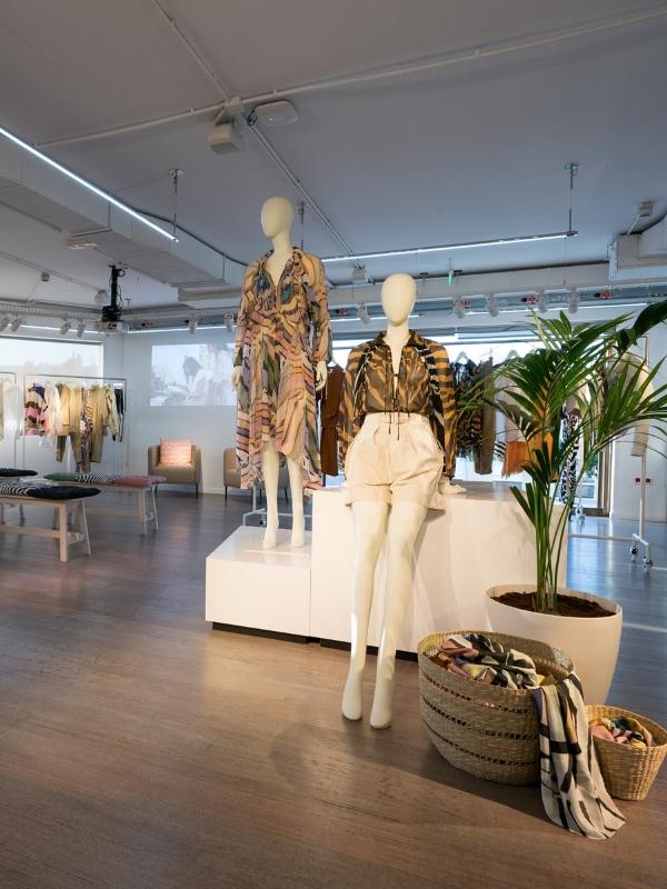 H&M Studio SS19 Press Event: Με Περιπετειώδη και λαμπερή διάθεση πραγματοποιήθηκε η παρουσίαση της συλλογής H&M TUDIO S/S 2019 | Ioanna's Notebook #fashion #hmstudio #hm #shopping