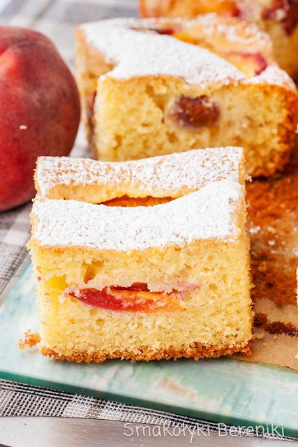 Ciasto ucierane z brzoskwiniami