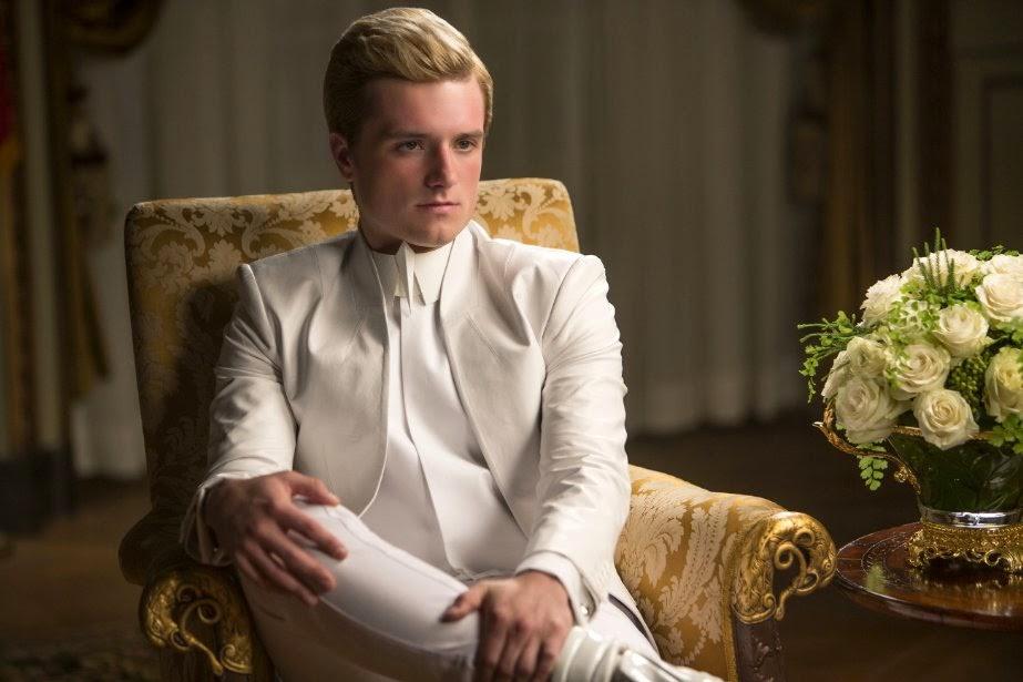 Peeta na primeira cena de Jogos Vorazes A Esperança Parte 1 The Hunger Games Mockingjay Part 1