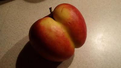 buah apel berbentuk bokong