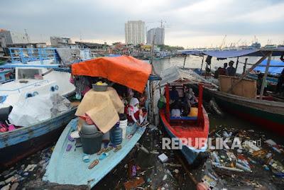 Warga Kampung Pasar Ikan