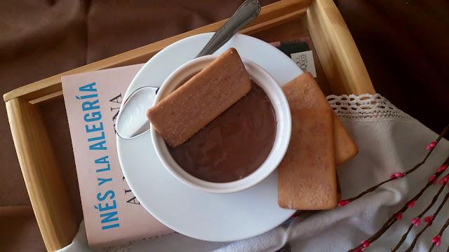 Natillas caseras de chocolate y café. Postre casero, sencillo, rico, fresquito, sin horno, fácil, de verano, tradicional. Cuca.