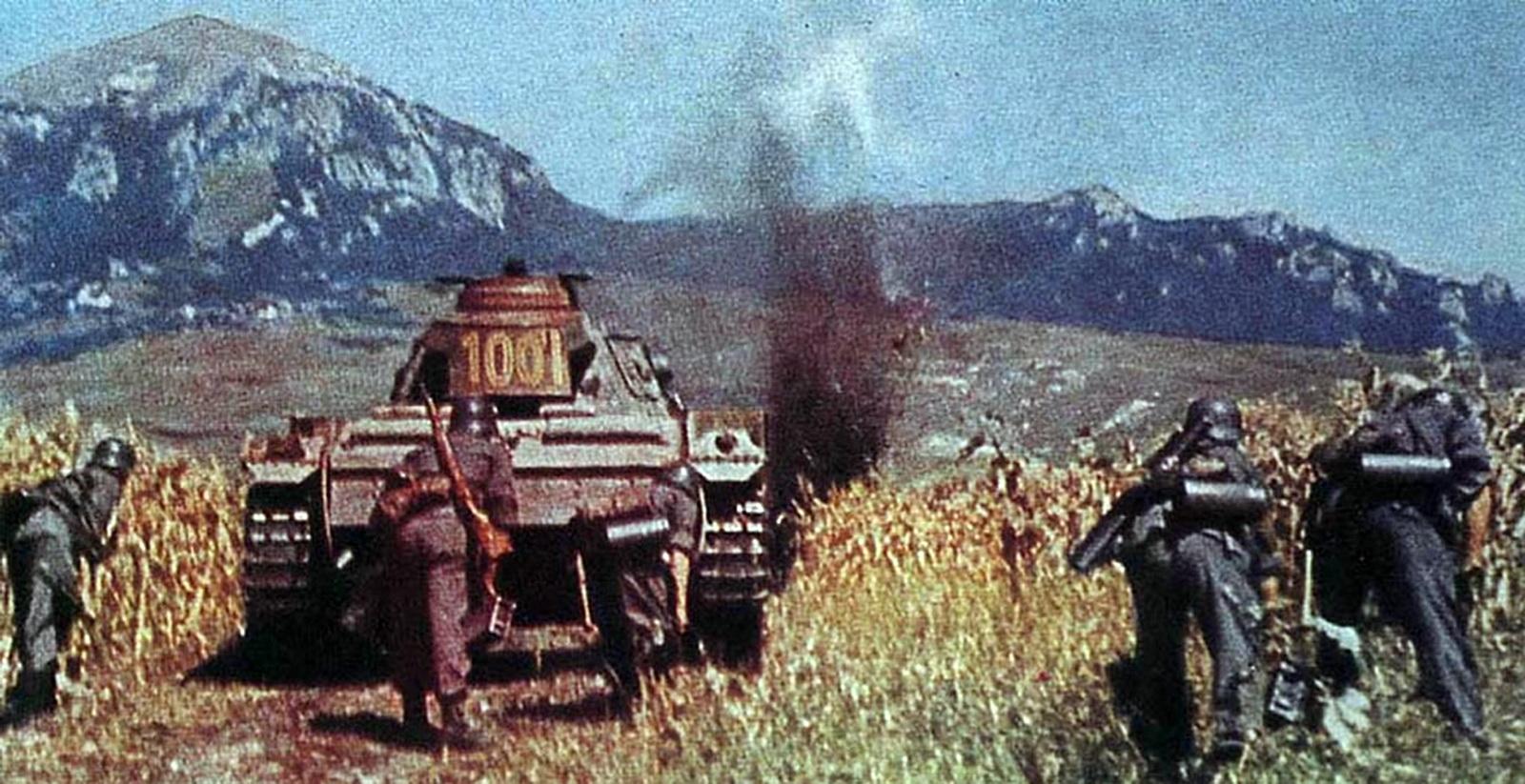https://2.bp.blogspot.com/-4d_KUNdtc5I/UNEv1HYAQlI/AAAAAAAA5hA/82L2NVvqIsA/s1600/1st+Panzer+Army+Advances+on+the+Caucasus+Mountains.jpg