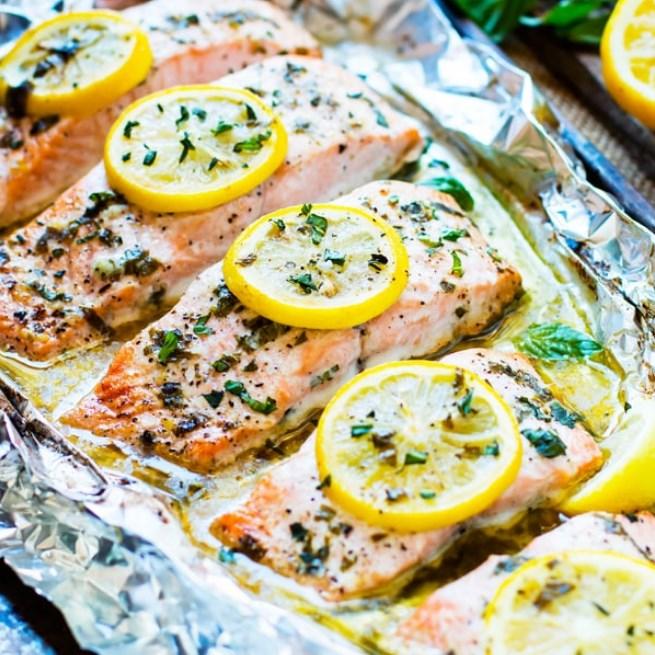 Basil & Lemon Baked Salmon in Foil #paleo #lowcarb