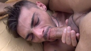 Nick Spears in the hands of Thiago Monte