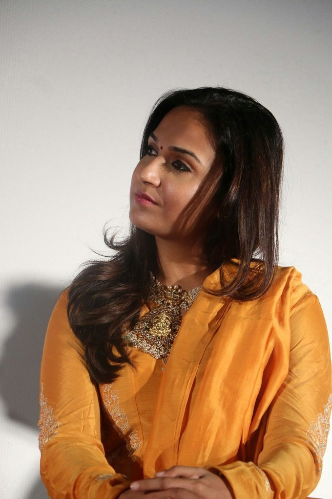 Soundarya Rajinikanth In Yellow Dress At Tamil Movie Press Meet