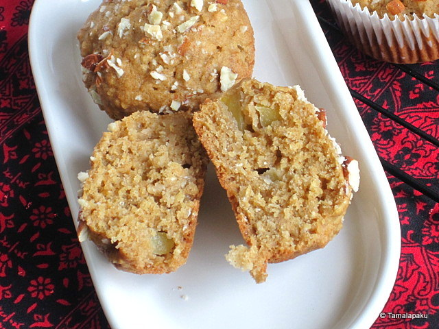 Vegan Apple Oatmeal Muffins