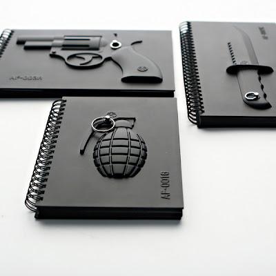 Diseño de libretas granada de mano, cuchillo y libreta