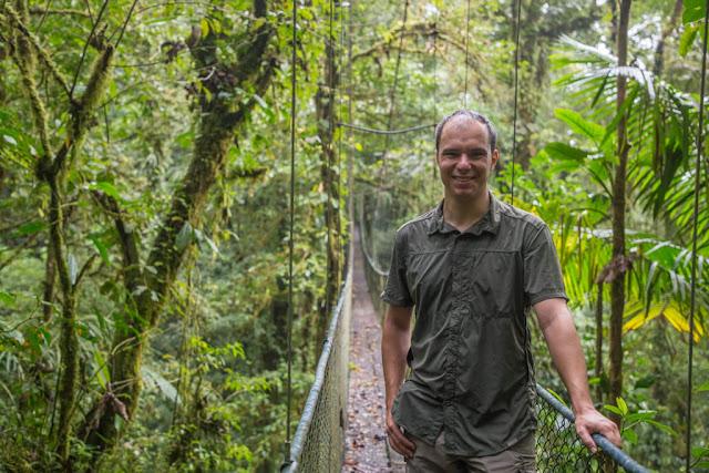 En un puente colgante en Monteverde (Costa Rica)