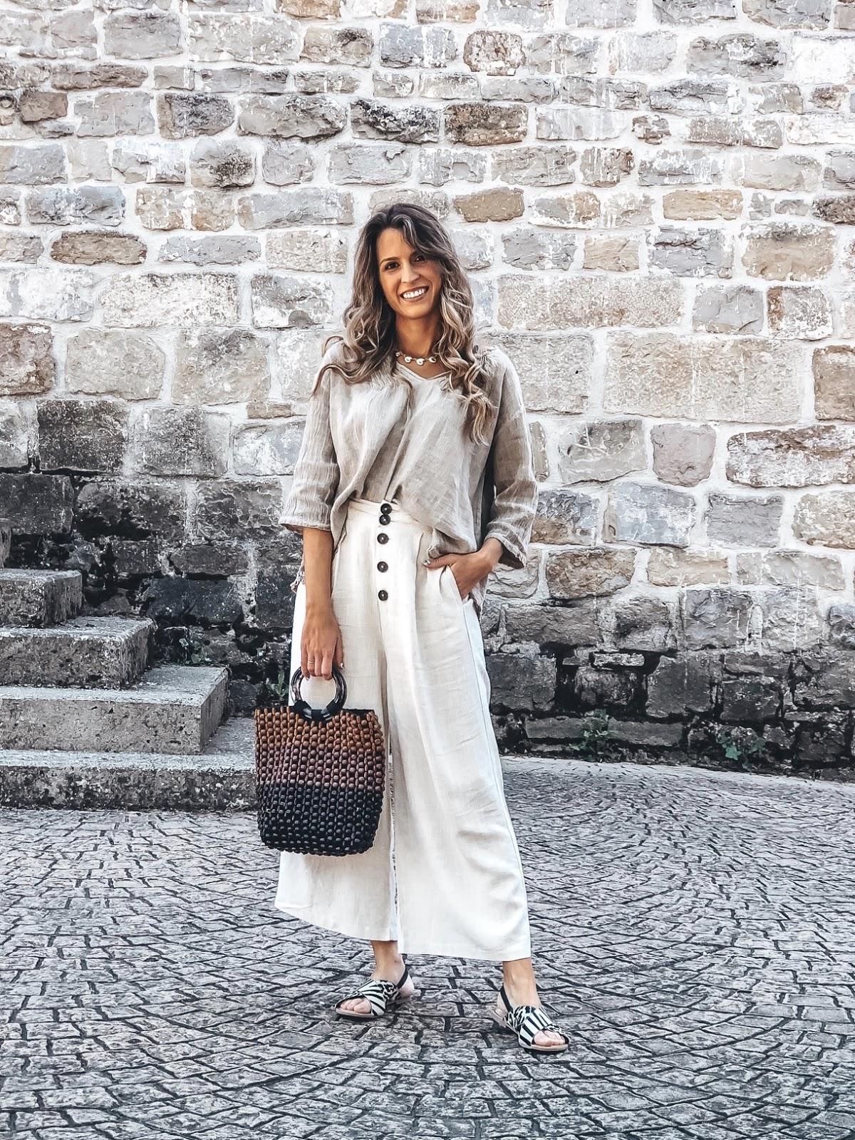 pantalones de lino con botones