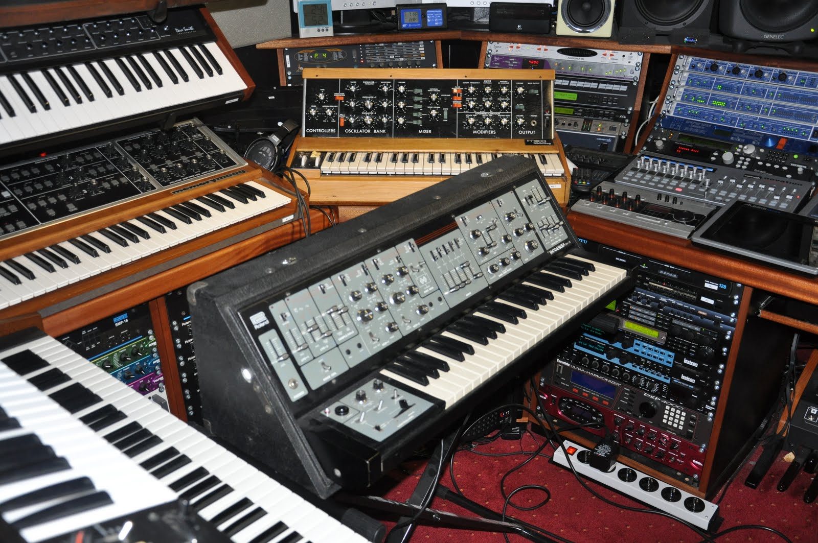 Synth nl Blog: Making the last SFX on the SH5 for Apollo
