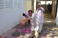 Gulzaar Celeting Holi at his Home 13 03 2017 009.JPG