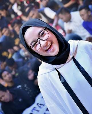 Merupakan seorang vokalis Gambus yang tergabung dalam band sholawat Sabyan Biodata Nissa Sabyan Terlengkap, Fakta, Foto, Album dan Banyak Lagi