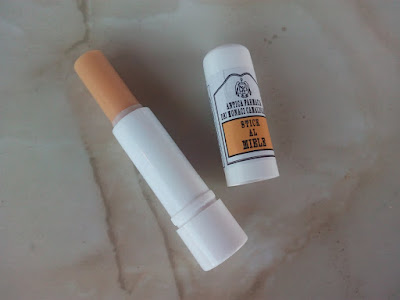 Holyart-stick-labios-2