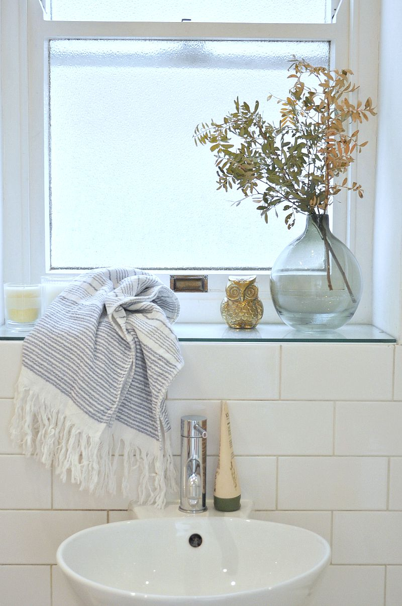 Bathroom Window Sill With Hammam Towels