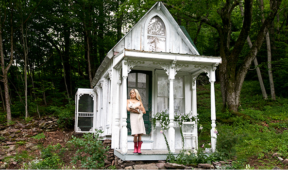 LOVE DESIGN COMPANY: The Tiny White Cottage