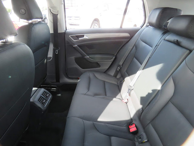 VW Golf 2017 TSI - interior - espaço traseiro