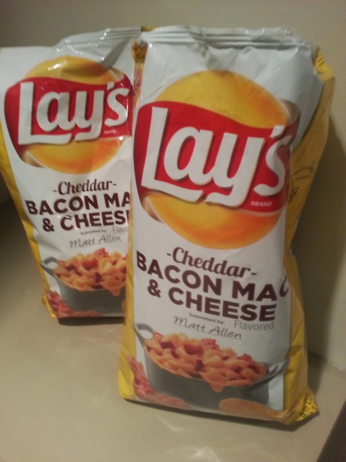 Lays Cheddar Back Mac & Cheese Chips Review