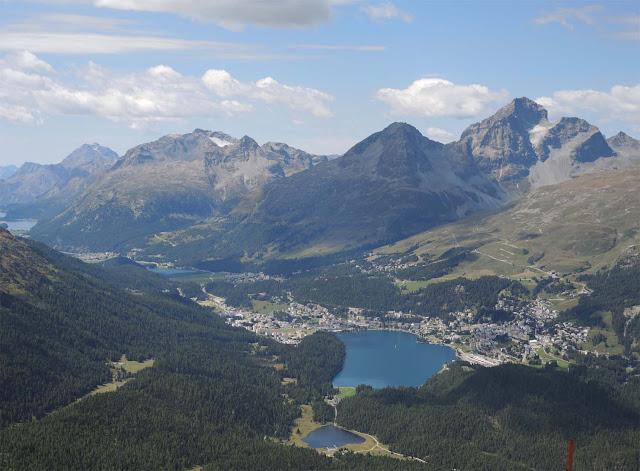 Seenlandschaft im Engadin, Berge, Seen, Wälder, Schweiz
