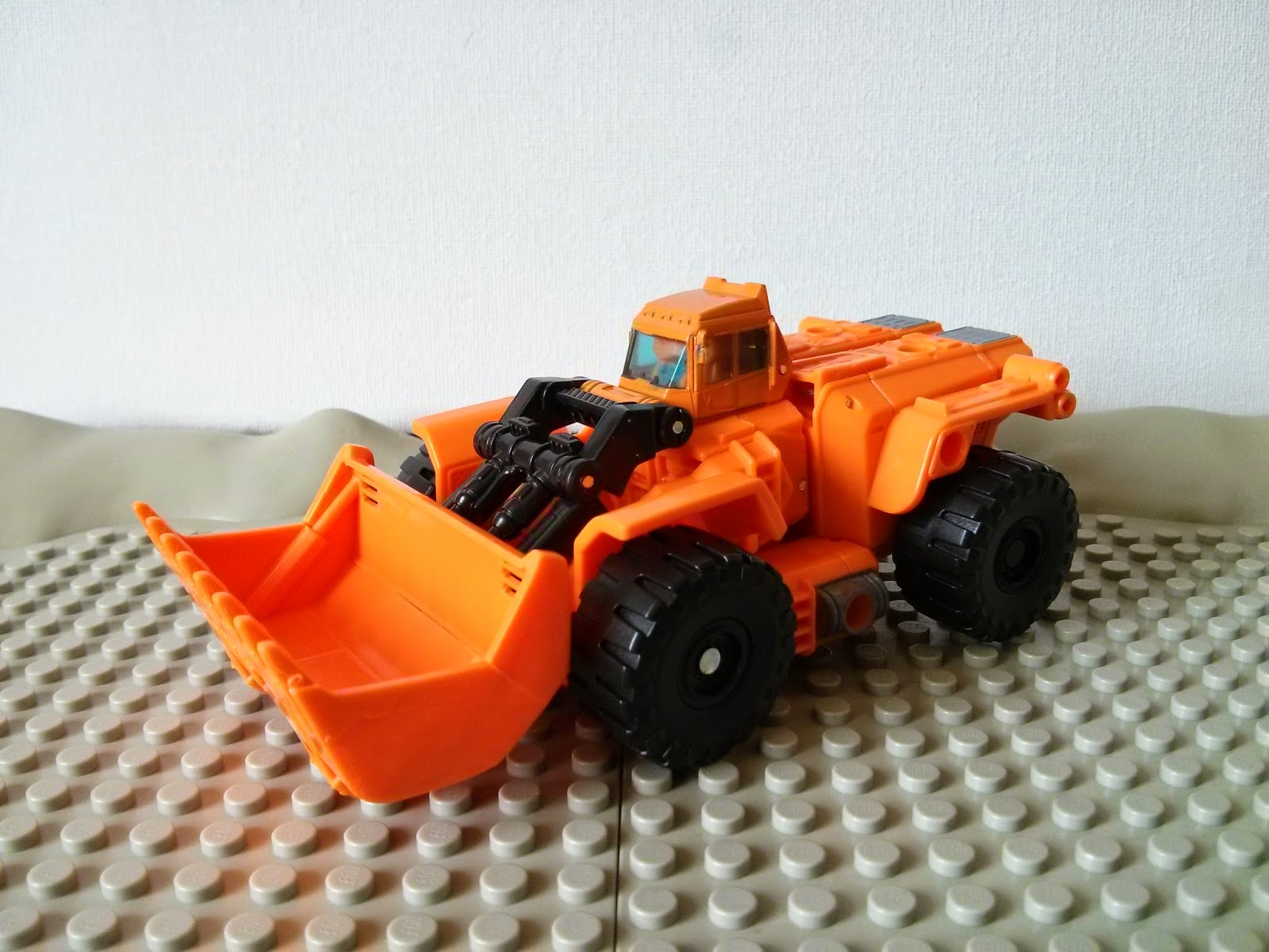 a side view of scoops alt mode