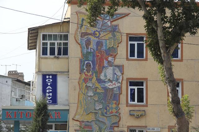 Ouzbékistan, Andijan, façade, mosaïque, rue Cholpon, © L. Gigout, 2012