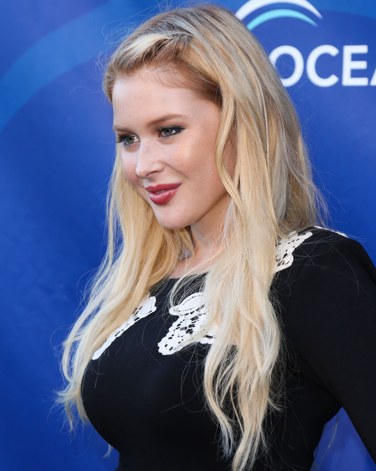 Hot Renee Olstead At Oceanas Seachange Summer Party At Laguna Beach