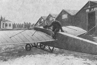 Штабс-капитан Нестеров возле самолёта «Ньюпор-IV»