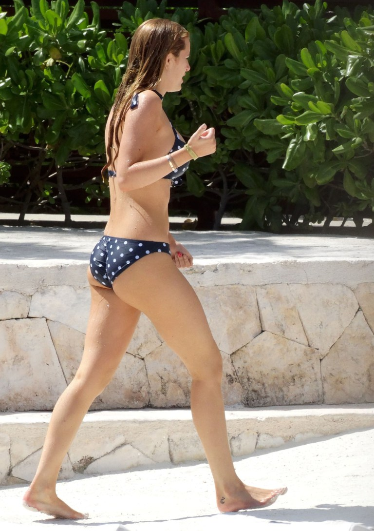Bella Thorne flaunts bikini body in Mexico