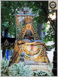 Resultado de imagen de Rosario de la Aurora con la Patrona de Granada